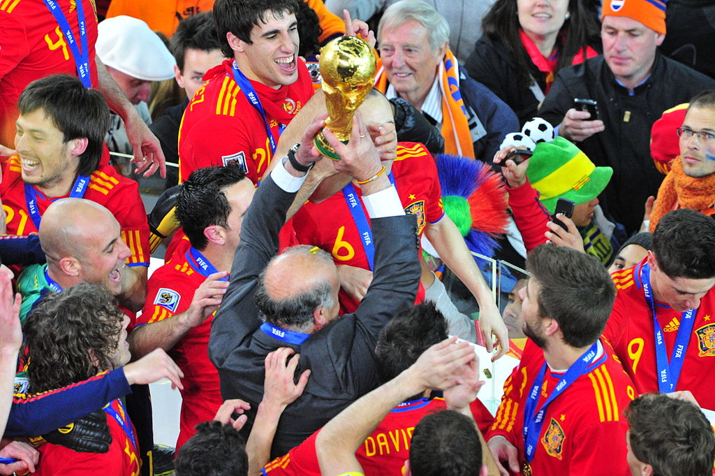 1024px-FIFA_World_Cup_2010_Spain_with_cup